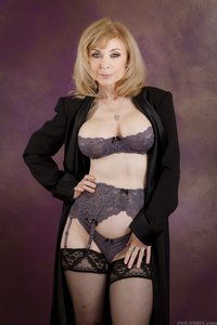 Порно актриса Nina Hartley