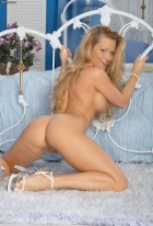 Порно звезда Nina Ferrari