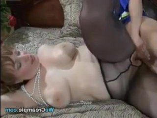 Смотреть порно видео русских зрелых полных женщин с молодыми красавчиками