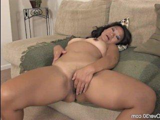 Сексуальный и зрелищный массаж клитора азиатки
