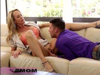 Мама с дочкой трахают парня до спермы в пизду девушки