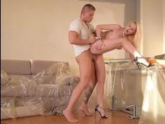 Блондинка трахаться захотела и использовала мужчину