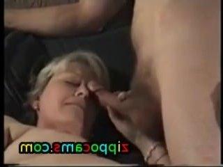 Старая тетя сосет крепкий член непослушного племяша