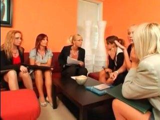 Настоящая лесбийская групповуха зрелых женщин