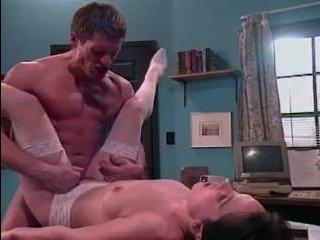 С врачом медсестра занимается сексом: видео для кайфа