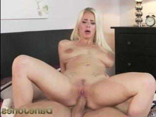 Получила сперму на сочное тело красивая голая блондинка