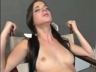 Шикарные мама с дочкой лесбиянки с большими сиськами трахаются фаллосами