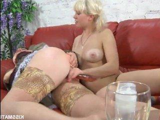 Русская мама лесбиянка трахает дочку самотыком