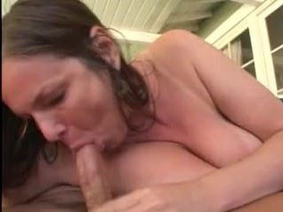 Мамки радуют вагинальным сексом своих супругов