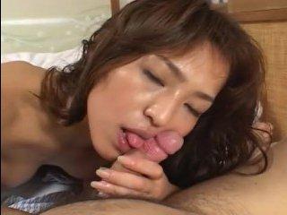 Муж шпилит японку и наслаждается нежным и страстным сексом прямо с утра