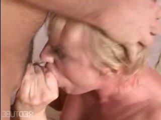 Блондинка трахается с парнем