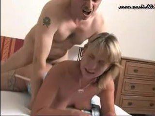 Муж пришёл домой и устроил секс с женой после работы