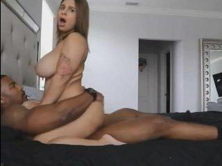 Порно сюжеты зрелых дам с красивыми темнокожими парнями и страстной еблей в пизду