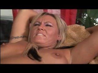 2 голые лесбиянки в возрасте отлизали друг другу немолодые клитора