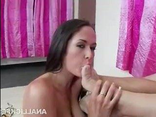 Отличное порно видео зрелых итальянок, которые любят трахаться с мужиками во все щели