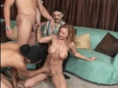 Три парня ебут жену в пизду и ротик прямо при муже