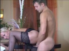 Учительница-блондинка обучает сына азам секса