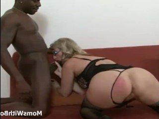 Бабушка занимается сексом с темнокожим другом внука