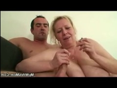 Мужик страстно поимел старушку и залил ее лицо спермой