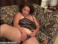 Дрочка клитора довела даму до сильного оргазма