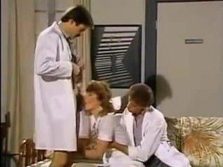 Порно фильм со зрелыми тётками, которых трахают в больнице