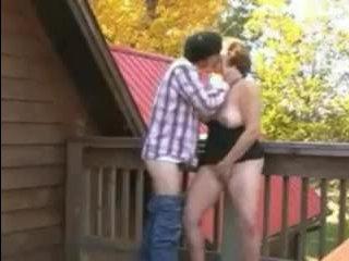 Горячее видео: мать трахается с сыном на веранде и дает кончить ей в ротик