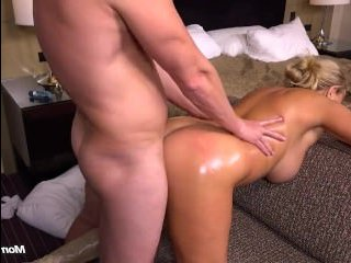 Страстный анальный секс с полной белокурой сучкой