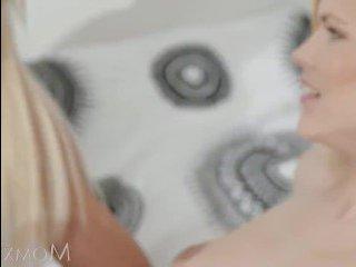 Лесбиянки блондинки красиво занимаются сексом
