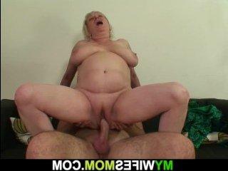 Сын трахает маму: смотреть  видео с толстой зрелкой
