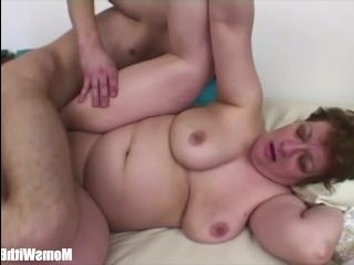 Сын устроил жесткий анальный секс с толстушкой-мамашей