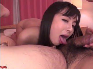 Мужик обкончался после секса со зрелой японокй