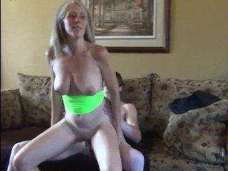 Зрелая мама трахает сына. Блондинка получает сперму на лицо