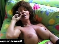 Большая вагина зрелых женщин: домашнее видео с мастурбацией
