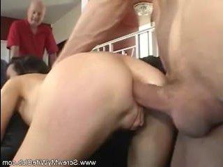 Зрелая жена занимается сексом при муже