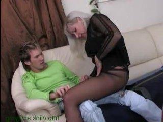 Голая русская трахается с молодым любовником классно